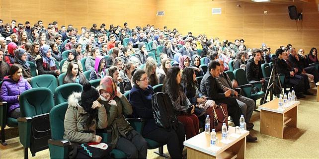 Ardeşen'de üniversiteli gençlerden panel