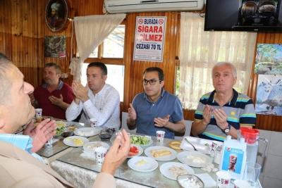Çayeli Belediye Başkanı Dr. Atilla Esmen, Sanayi Sitesi Esnafı İle Kahvaltıda Buluştu
