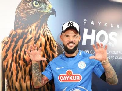 Çaykur Rizespor'da Moroziuk sözleşme imzaladı