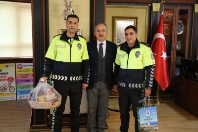 DUYARLI POLİS MEMURUNA BELEDİYE BAŞKANI METİN'DEN TEŞEKKÜR