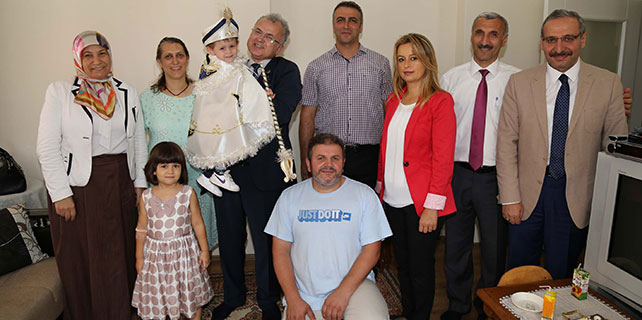 Başkan Kasap'tan Minik Emir'e ziyaret