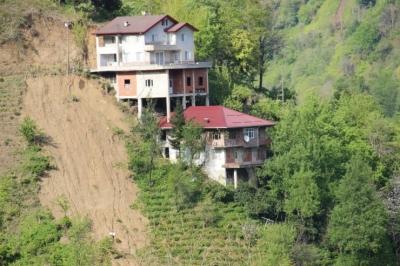 Elverişsiz Arazi İlginç Ev Sahibi Yaptı