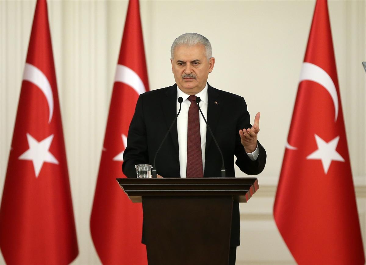 Başbakan Yıldırım, konuşması sırasında araya giren iş adamına sabretmesi gerektiğini, her şeyi sırayla açıkladığını söyledi.