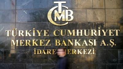 Faizde yukarı yönlü rekabeti önleyici yeni tedbirler geliyor. Kamu bankaları arasındaki faiz yarışı frenlenecek, kredi maliyetleri düşecek, bankaların nakit ihtiyacı daha ucuza karşılanacak.