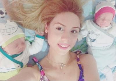 Hamileyken hamile kalan anne bebeklerini doğurdu