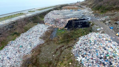 Karadeniz sahil yolu, çöp deposu oldu