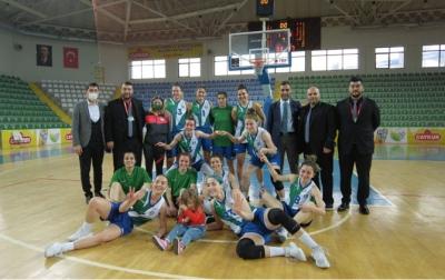 Rize Belediyesi Kadın Basketbol Takımı, Altınel Spor'a 56 Sayı Fark Attı Grupta 5'te 5 Yaptı