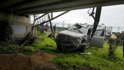 Rize'de Araç Üst Geçitten Aşağıya Uçtu