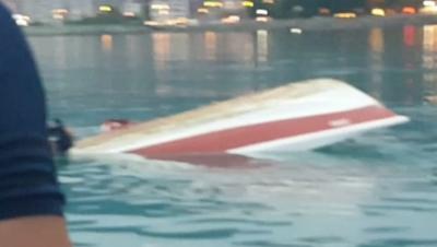 Rize'de, balıkçı teknesi alabora oldu