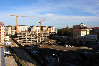 Rize'de inşaattan düşen işçi yaralandı