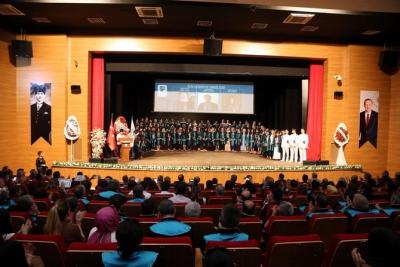 RTEÜ'de Üniversiteliler Yazıcı ile Mezuniyet Coşkusunu Yaşadı