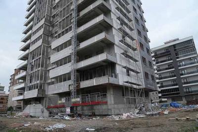Samsun'da inşaattan düşen 2 işçiden biri öldü
