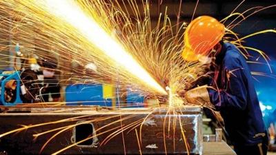 Sanayi üretimi Nisan'da aylık yüzde 0.9, yıllık yüzde 6.2 arttı