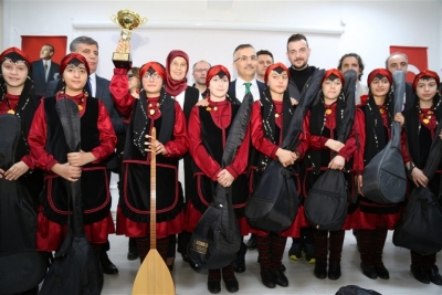 Vali Kemal Çeber Mehmet Akif Ersoy Ortaokulunda Saz Dağıttı