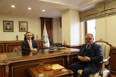 Vali Kemal Çeber'in Ziyaretçi Trafiği Eksilmiyor