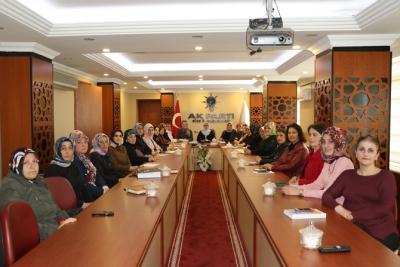 Yağcıtekin, Kadın Kolu Başkanlarıyla Bir Araya Geldi