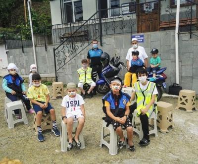 Yaz Kuran Kursu Öğrencilerine Pandemi kuralları ve trafik kuralları eğitimleri verildi