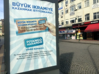 Yılbaşı Yaklaşırken Rize'de 'Piyango Haramdır ve Kumardır' Afişleri