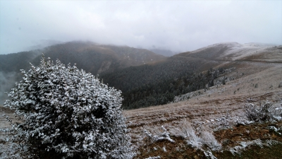 Zigana Dağı'na mevsimin ilk karı düştü